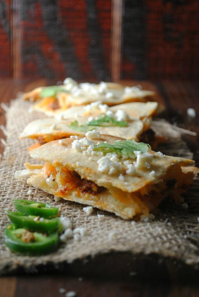 Quesadillas-de-Chorizo-Papa-con-Salsa-Ranchera-VianneyRodriguez