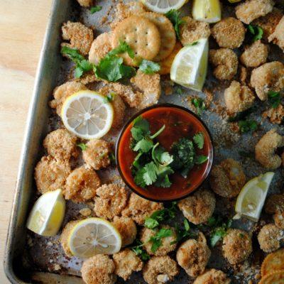 Camarones Crujientes con Salsa de Cóctel Picante