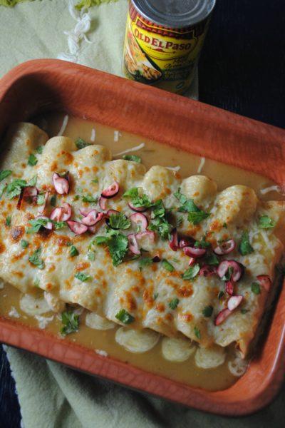 Enchiladas Verdes de Pavo con Salsa de Arándanos